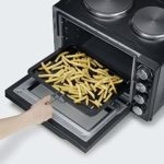 SEVERIN Mini-Four à Chaleur Tournante 30 L avec plaques de cuisson (Ø 15,5cm et 18,5cm), Inclus : Tournebroche, Minuteur 120 min, 2 500 W, Noir/Inox, TO 2065